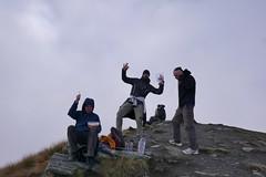 Yeah, Gipfelfoto mit Matze und Gerrald. Ohne Aussicht kann man sich wunderbar auf das wirklich wichtige konzentrieren: Essen :)