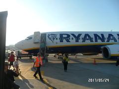 After Flying (triziofrancesco) Tags: mattina morning sunny aereo aeroporto airport rome roma fiumicino ryanair pista people gente travelling