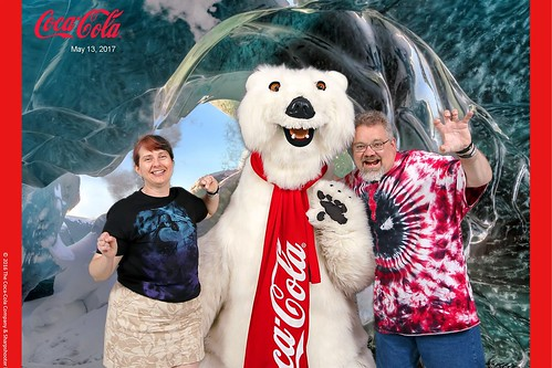 "Tracey and Scott meet the Coca-Cola Polar Bear • <a style=""font-size:0.8em;"" href=""http://www.flickr.com/photos/28558260@N04/35008804702/"" target=""_blank"">View on Flickr</a>"