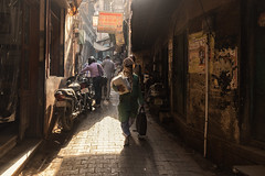 Shadowplay (Andrew G Robertson) Tags: varanasi india street streetphotography alley shadow canon5dmkiv mk4 mkiv 5d canon uttar pradesh utter summer candid