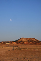 Shame (Swebbatron) Tags: australia 2008 southaustralia redcentre thebreakaways breakaways desert outback moon dawn sunrise groovygrape cooberpedy fuji travel radlab