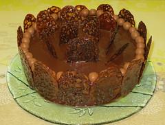 Gâteau tout choco, tuiles caramel EXPLORE à la place 92 le 19/05 Merci :-) (Kermitfrog Nouveau look ;-)) Tags: gâteau dessert moussechocolat tuilescaramel caramel maltesers chocolat cake génoise ganache