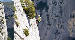 Vous avez dit : vertige (maxguitare1) Tags: alpiniste mountaineer alpinista falaise acantilado scogliera cliff gorgesduverdon nikon france personne escalade