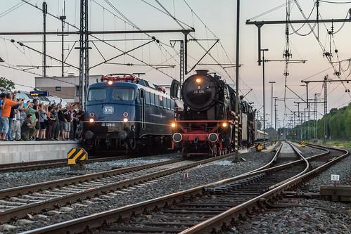 VSM 23 076 + 23 071 en TRI 110 428 met Westfalendampf-Sonderzug, Bad Bentheim