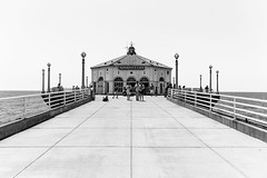 The Manhattan Beach Project (_city_of_broken_dreams_) Tags: nikon nikond750 d750 monochromatic monochrome bw noir blackandwhite noiretblanc travel manhattanbeach losangeles california pier peoplewatching candid seascape