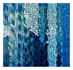 bleu défense (Marie Hacene) Tags: ladéfense paris puteaux reflets immeubles