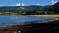 Playa de la Isla (ameliapardo) Tags: playa isla asturias sierra orila mar azul vegetación arena fujixt1 naturaeza aireiibre