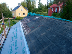 Red House Roof (Day 6) (keibr) Tags: blip blipfoto keibr summer garden roof redhouse oldroof redhouseroof6 home