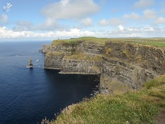 The Cliffs of Moher and O'Brien Tower (diegoavanzi) Tags: irlanda ireland eire cliffsofmoher scogliere moher cliffs obrien tower oceano atlantico ocean atlantic nuvole clouds