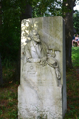 Richter monument