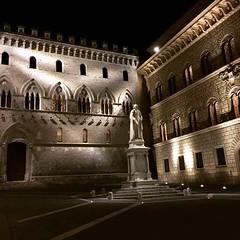 Amazing pic of #siena by night 😍 #like #follow #borghetto #tuscany #italy #enjoy #world #travel #discover #city 👍 (borghettob) Tags: siena like follow borghetto tuscany italy enjoy world travel discover city