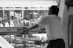 Singapore Flyer -  Cityview (thomas.j.fritsch) Tags: singapur cityview singaporeflyer marina bay bw man watching highiso leicasl