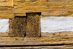 Quer gelegt   [Explored] (fotomanni.de) Tags: braun fachwerk holz struktur quer
