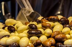_DSC4258 (Danièle T) Tags: prague république tchèque tchéquie europe centrale bonbons poignées nourriture chocolat blanc noir amande arachide au lait