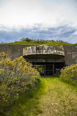Nahant-Castle-Rock-20170528-28 (R.N. Henry) Tags: nahant massachusetts cove water new england concrete northeastern university biology center abandoned