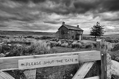 Please Shut the Gate! (Project 18/52) (Frosty__Seafire) Tags: nun nuns cross farm dartmoor black white landscape gate please shut national park d7000 devon