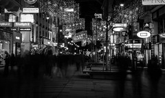 Ghosts on a busy street (Rabican7) Tags: vienna austria wien shopping ghosts night christmas streetphotography lights bw monochrome travelling