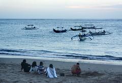 Relaxing (MelindaChan ^..^) Tags: bali indonesia 印尼 巴里島 kuta beach sand shore chanmelmel mel melinda melindachan water wave boat life people