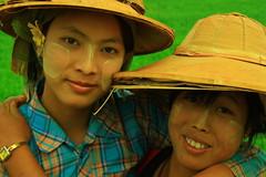 pindaya field workers (hmong135) Tags: burmesewomen pindaya agriculture farm friends