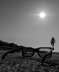 Balance (Georgie Pauwels) Tags: glasses beach fujifilm public sun sunlight street streetphotography beachlife zingst fotofestival candid