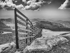 P1010232_F_ByN (John Loves) Tags: veleta sierra nevada granada valla fence nieve snow blanco negro black white panasonic lumix gx80 1232
