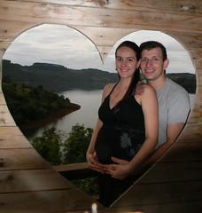 29 semanas (Mááh :)) Tags: amor love heart coração casal baby bebê pregnant grávida gestante lago moldura pallets