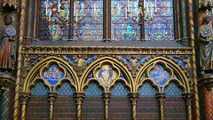 Sainte-Chapelle, quatrefoils below glass