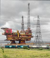 "Class 68 68016 ""Fearless"" Class 68 68018 ""Vigilant"" DRS & Brent Delta Oil Platform_6130091 (www.jon-irwin-photography.co.uk) Tags: class 68 68016 fearless 68018 vigilant drs brent delta oil platform hanks"