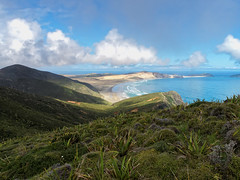 2017.03 - Cape Reinga, New Zealand (rambles_pl) Tags: new zealand cape reinga ninety mile beach ninetymilebeach newzealand silverfern blue bluesky green grass clouds sea seaside mountain wave water waves