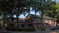 Voormalig bankgebouw aan de Stationsweg 3/Brinkstraat 2, in 1968 ontworpen door het architectenbureau ir. Oom en Kuipers. Hier stond het woonhuis van Roelof Winkel (1859-1903) en Rolina Winkel-Buiter (1865-1949), van de Cichoreifabriek aan de Brinkstraat. (hansr.vanderwoude) Tags: architecture zuidlaren stationsweg buiter winkel vorenkamp bulthuis mekkes cichorei oom kuper kniphorst paardentram hasper wichers wiering mesdag schuiling calker kalker bootzema meijer winkelbuiter kromhout