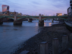 alight (Cosimo Matteini) Tags: cosimomatteini ep5 olympus pen m43 mft mzuiko17mmf18 london riverthames river bridge southwarkbridge walkietalkie alight