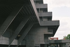 National Theatre (@JackLongman_Photo) Tags: grain ishootfilm shootfilm thames southbank redbus brutalist brutalism architecture analog canoneos500n canon afgavista200 35mm theatre ntlondon nationaltheatre