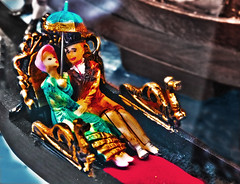 Very cliché : Venise is the lovers's capital.... (Izzy's Curiosity Cabinet in Venice Mood) Tags: venise venice venezia venedig lovers amoureux souvenir trinckets