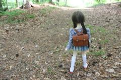 Going to school. (Ninotpetrificat) Tags: mdd volks dd dollfiedream dollfie cartera hobby handmade trenzas cute kawaii japantoys japandoll asiandoll toys wald camino muñeca puppe doll