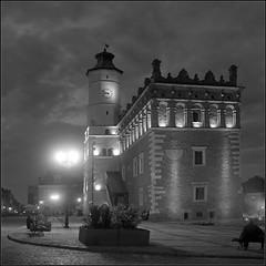 *** (Marta Wojtkowska) Tags: night 120 rollfilm 6x6 square tlr yashica yashicamat ilford hp5 ilfordhp5 kodakhc110 hc110 architecture monochrome bw blackandwhite