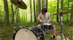 maximum intense (Beppe Rijs) Tags: music musik drum trommel schlagzeug drumset drumkit seat hocker groove rhythm rhythmus beat takt love liebe view aussicht surreal landscape landschaft natur nature green grün carpet teppich bassdrum snare cymbal heart herz soul seele swing fibre faser wood holz maximum intense woodpecker specht intensiv