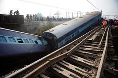 Acidente de trem na Índia deixa mortos e feridos (portalminas) Tags: acidente de trem na índia deixa mortos e feridos