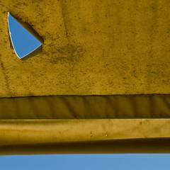 the mask (zecaruso) Tags: dondolo tenda curtain strappo rip nikond300 zecaruso zeca ze ze² zequadro cicciocaruso