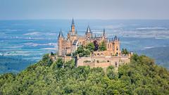 Burg Hohenzollern / Hohenzollern Castle (chrisar676) Tags: badenwürttemberg berg berge burg burghohenzollern canon canoneos5dmarkiii deutschland eos europa europe germany hohenzollerncastle schwäbischealb swabianalps swabianjura swabianmountains zellerhorn castle mountain mountains