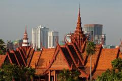 National Museum, Phnom Penh, Cambodia (Roger Gerbig) Tags: museum nationalmuseum cambodia phnompenh khmer rogergerbig canonef24105f4l canoneos5dmkii