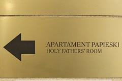 Księżówka, kierunkowskaz do apartamentu św. Jana Pawła II