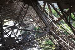 Stairs to ground @ Eiffel Tower @ Paris (*_*) Tags: paris france europe city june 2017 printemps spring sunny hot sunday eiffeltower toureiffel observatory view viewpoint metal iron stairs ground paris15 75015 escalier