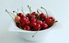 Cherries, Chéri? (JuliSonne) Tags: kirschen cherry cherries rot lecker appetitlich delikatesse gourmet essen obst früchte gesund healthy food fruits produktfotografie red yummy delicious