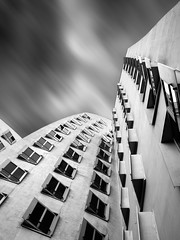 gehry.building.düsseldorf (grizzleur) Tags: gehry architecture architektur building crooked motionblur motion juxtaposition bw düsseldorf dusseldorf duesseldorf perspective lookup windows sky mono monochrome olympusomdem5mkii olympusm17mmf18