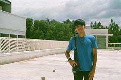 t-shirt blue (rndyrenaldy) Tags: bandung indonesia analog analogphotography 35mm olympus olympusom1n people food fujicolor fujifilm fuji superiaxtra400 superia superiaxtra fujicolorsuperiaxtra400