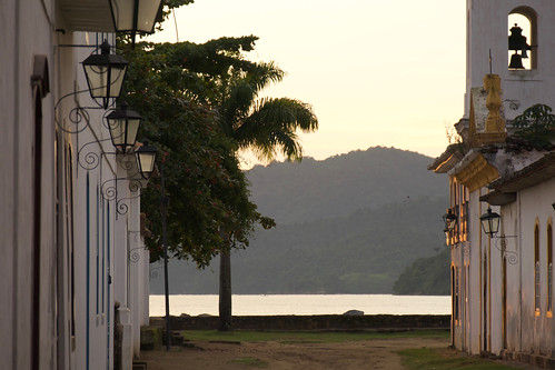 brazil-paraty-church-at-sunrise-copyright-pura-aventura-thomas-power