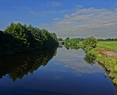 The East End (Bricheno) Tags: dalmarnock bricheno river glasgow clyde reflections riverclyde scotland szkocja scozia scoția schottland écosse escocia escòcia 蘇格蘭 स्कॉटलैंड σκωτία bridge railway trees