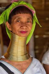 la donna giraffa (mat56.) Tags: ritratto ritratti portrait portraits donna woman giraffa giraffe donne women collo lungo ethnicity ethnic group neck long people faccia viso face rings karen kayan thailandia thailand nord asia antonio romei mat56 anelli