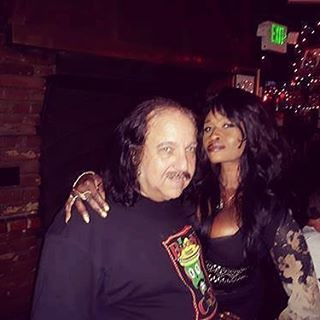 Cool poeple you meet at restaurant #ronjeremy 😀😀 #therainbow #therainbowlosangeles #therainbowtribe #therainbowsunsetstrip #rainbowroom #funpeople