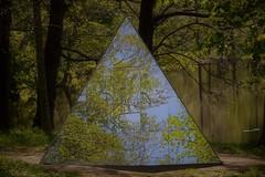 Skulpturparken Ängelsberg, djupa tankar. Skulpturen heter metamorfos. (lena.fredin) Tags: fotosondag djup fs170528